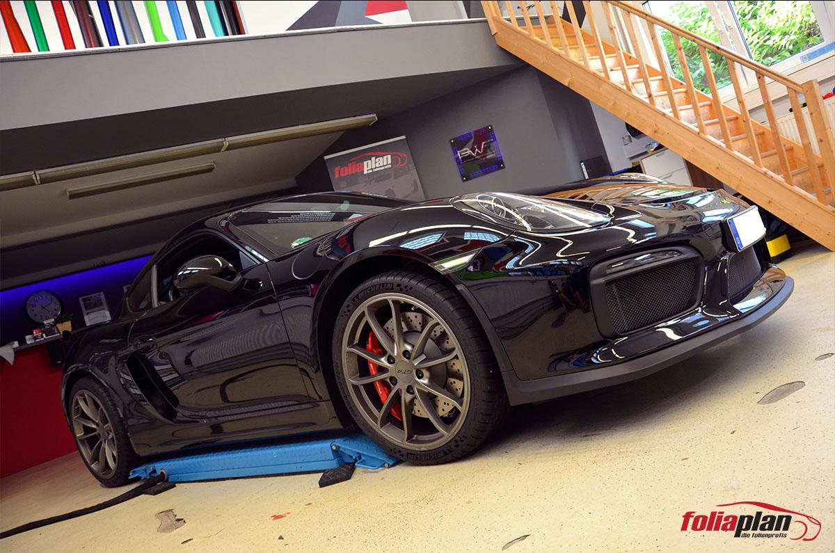 Porsche GT4 in der Garage folierung foliaplan
