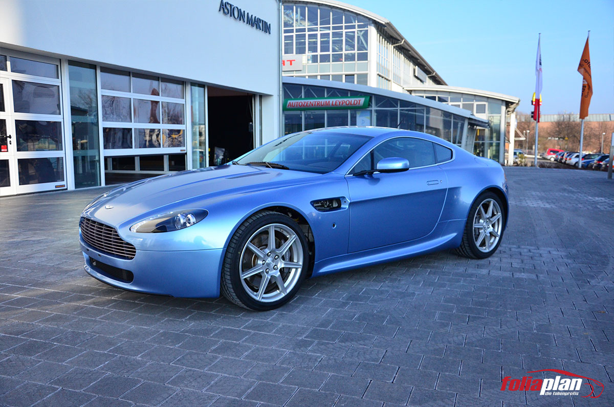Aston Martin V8 Vantage in Blau folierung foliaplan